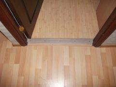 Порожки для дверей: особенности и виды металлических изделий
