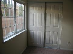 Виды раздвижные межкомнатные дверей — обзор вариантов