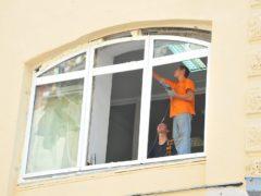 Особенности ремонта и реставрации пластиковых дверей