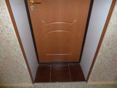 Как сделать и выбрать откосы на входную дверь