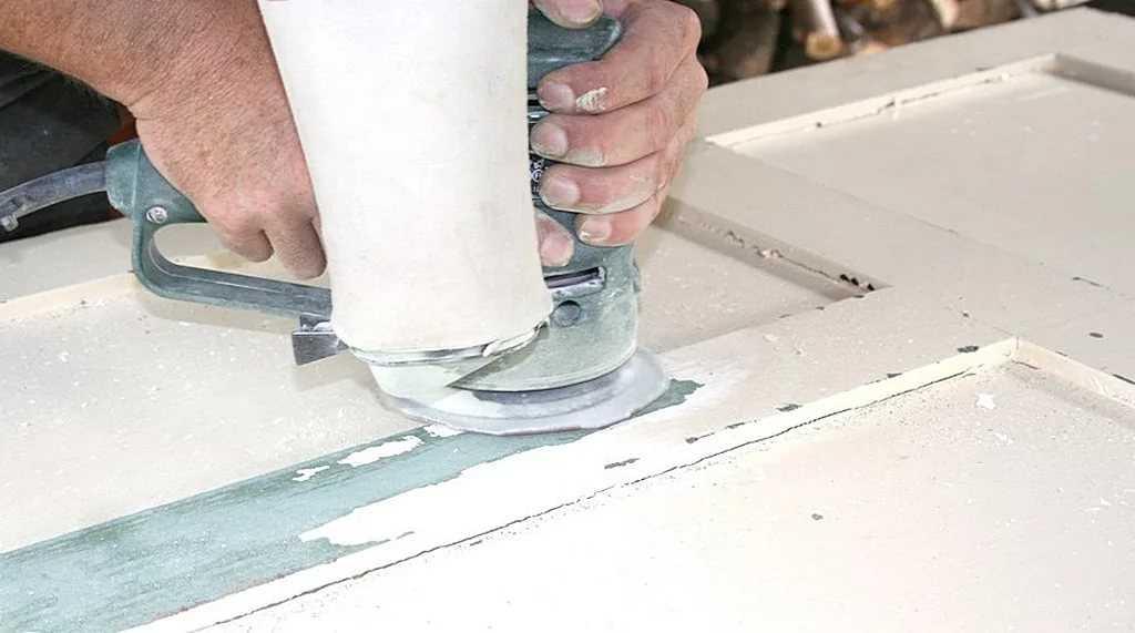 как снять краску с деревянной двери