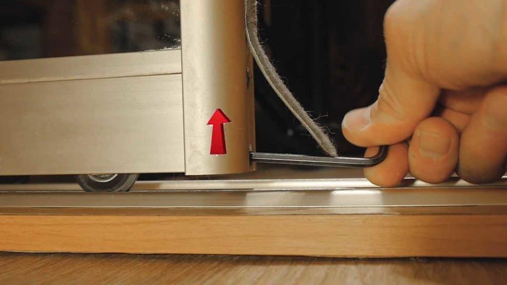 как собрать двери шкафа купе своими руками