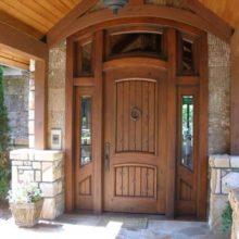 Двери деревянные для дачи — правила выбора и как не ошибиться?