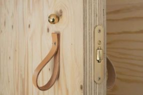 Как изготовить дверь  из фанеры своими руками