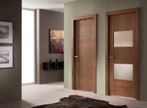 Какие слабые места имеют шпонированные двери ?